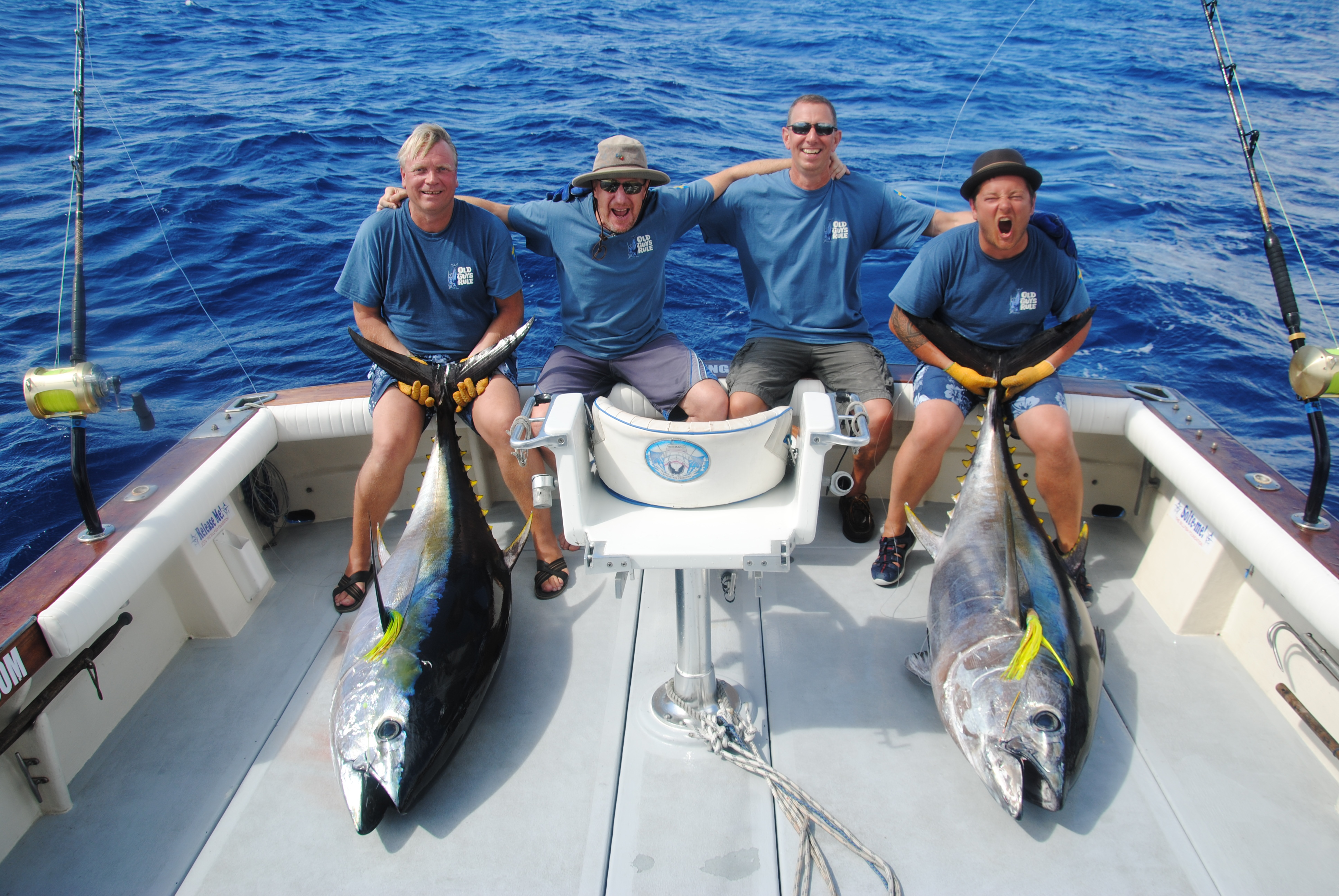 Sport fishing azores alabote sport fishing charters s o for Tuna fishing games